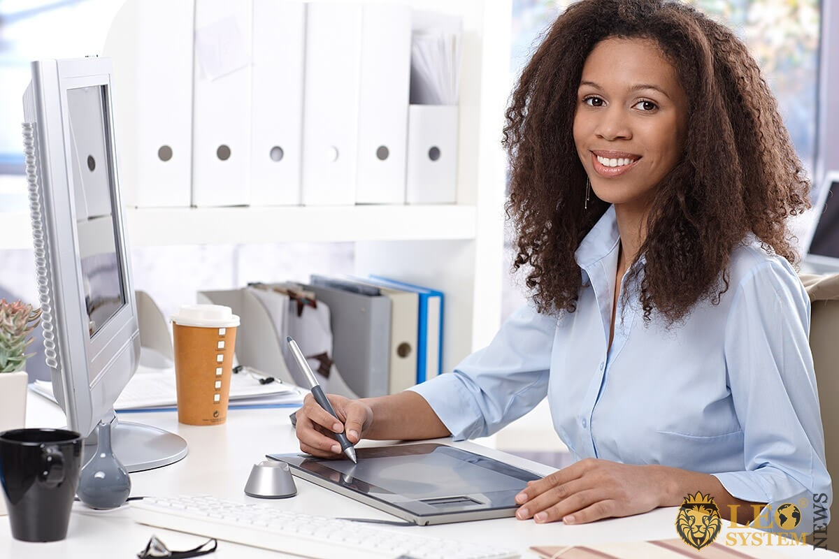 Business woman working on a computer