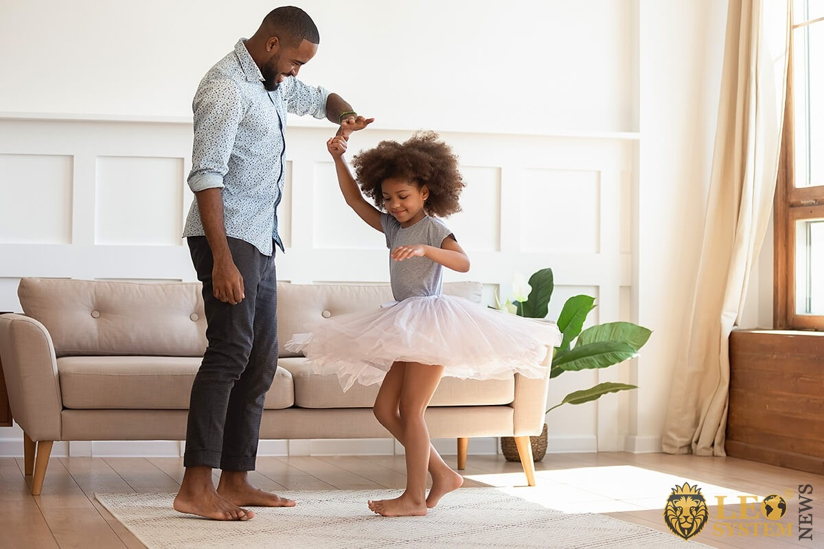 Dad teaches his daughter to dance