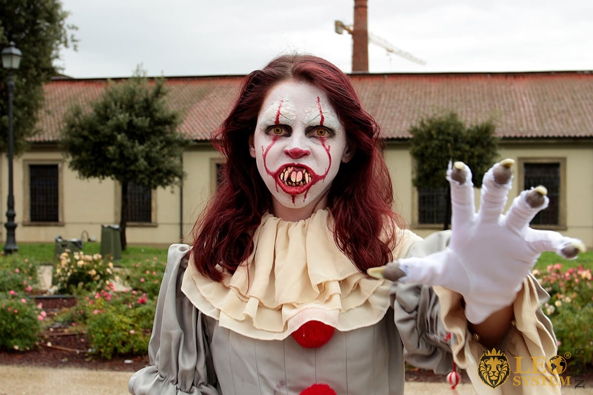 Cosplay girl wears the costume of the Pennywise clown - Lucca Comics & Games