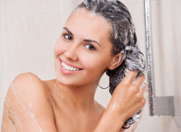 Is It Bad to Wash Your Hair Every Day? Let's Look at All the Subtleties.