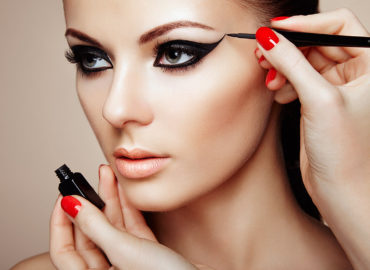 How to Make Eye Makeup for Beginners? Application Steps.