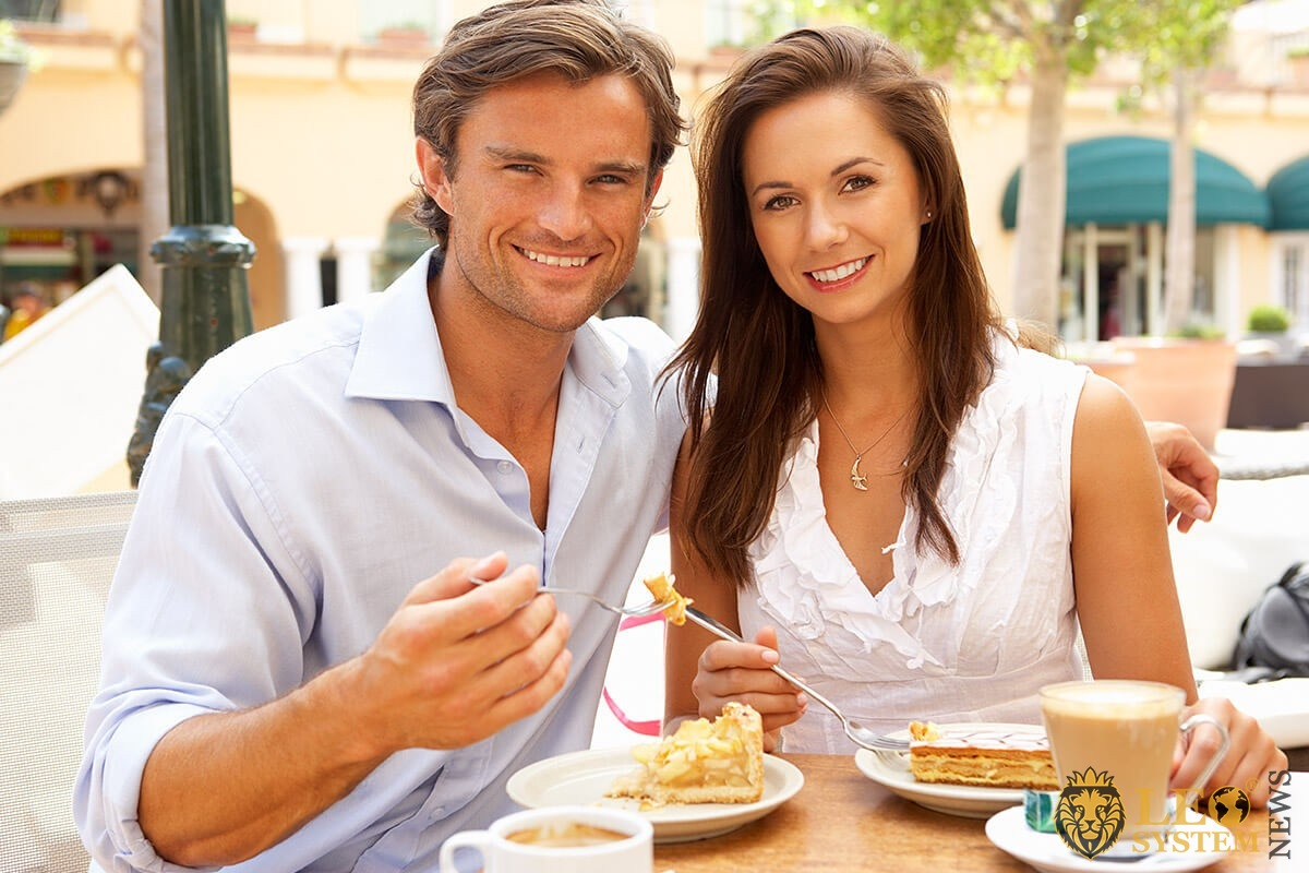 Man and woman on a first date in a cafe