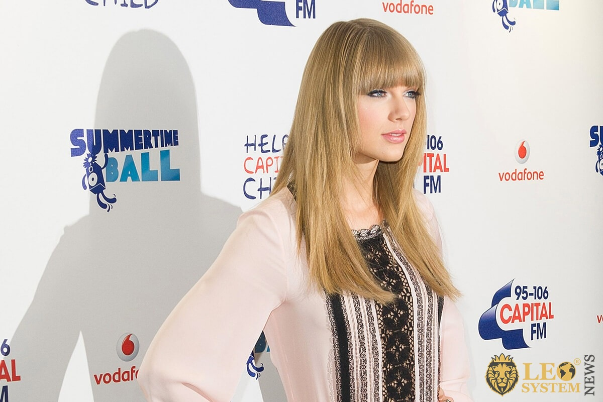 Taylor Swift - star blonde