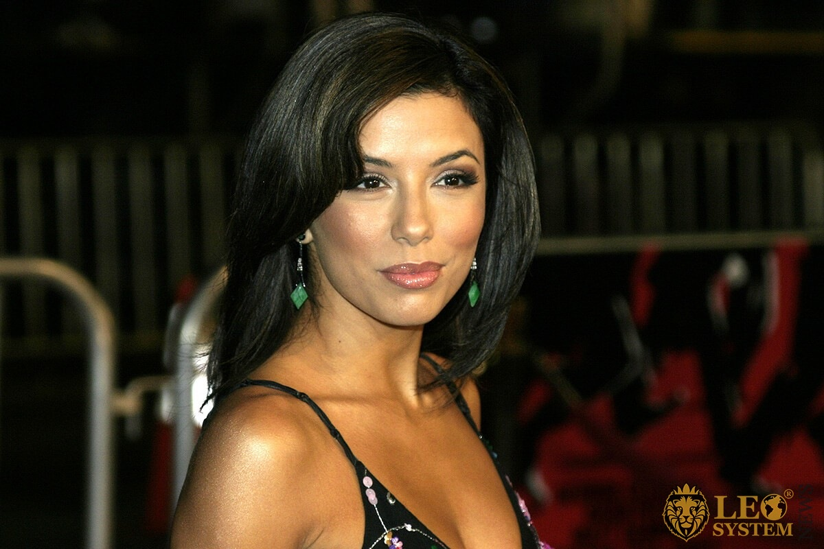 Eva Longoria - popular star brunette