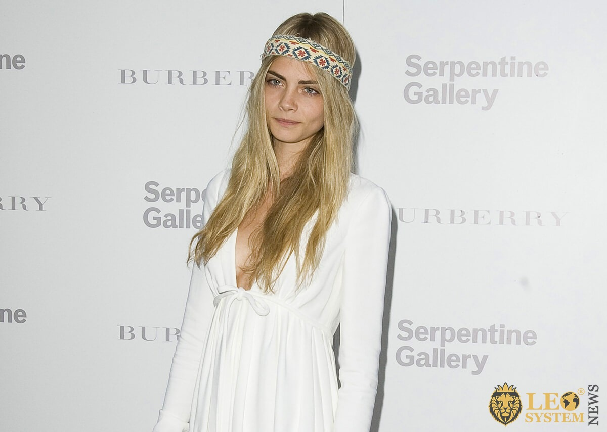 Photo Cara Delevigne - popular blonde