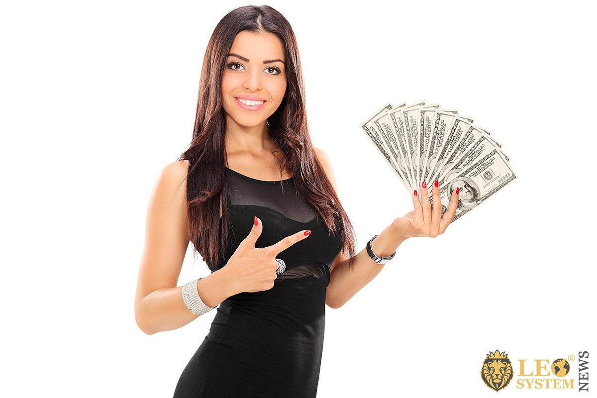 Image of a beautiful girl with cash in hand