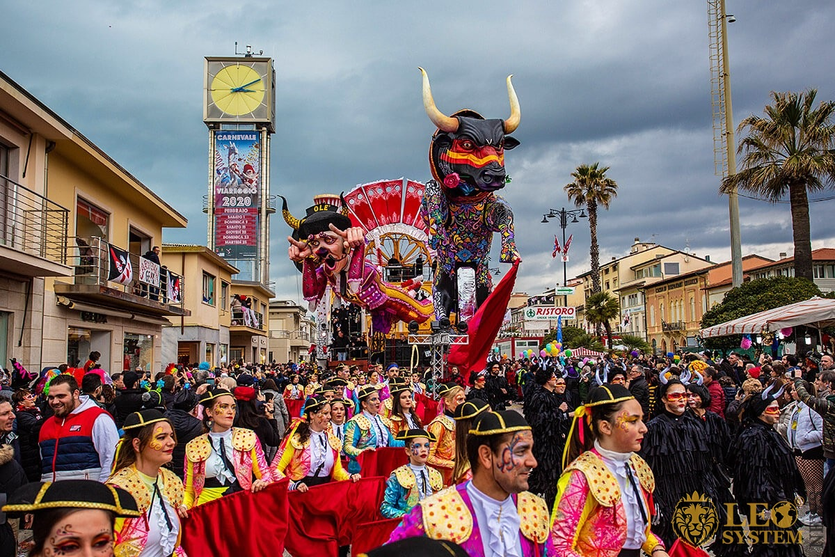 View of the Carnival Parade and the people present in costumes, streets of Viareggio, Italy