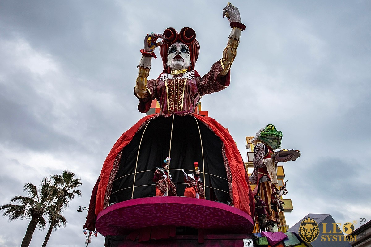 Image of Parade of Carnival floats with dancing people, streets of Viareggio, Italy