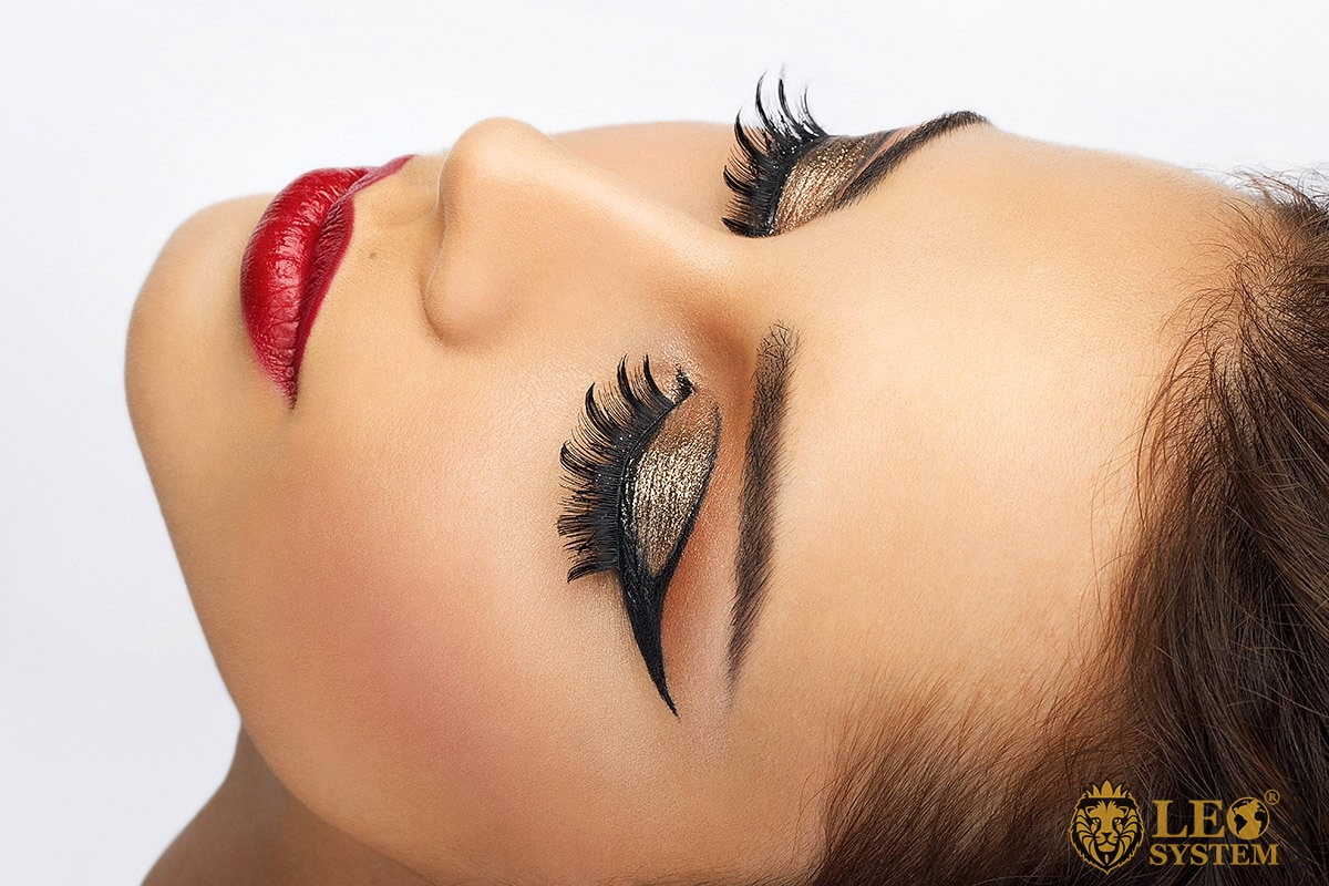 Image of a woman with very beautiful and large eyelashes