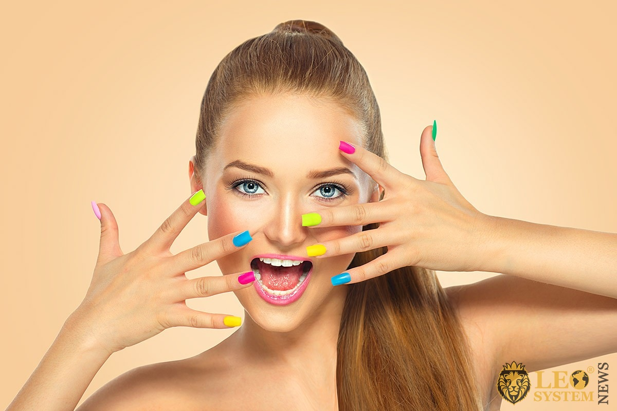 Image of a girl with a beautiful and modern manicure
