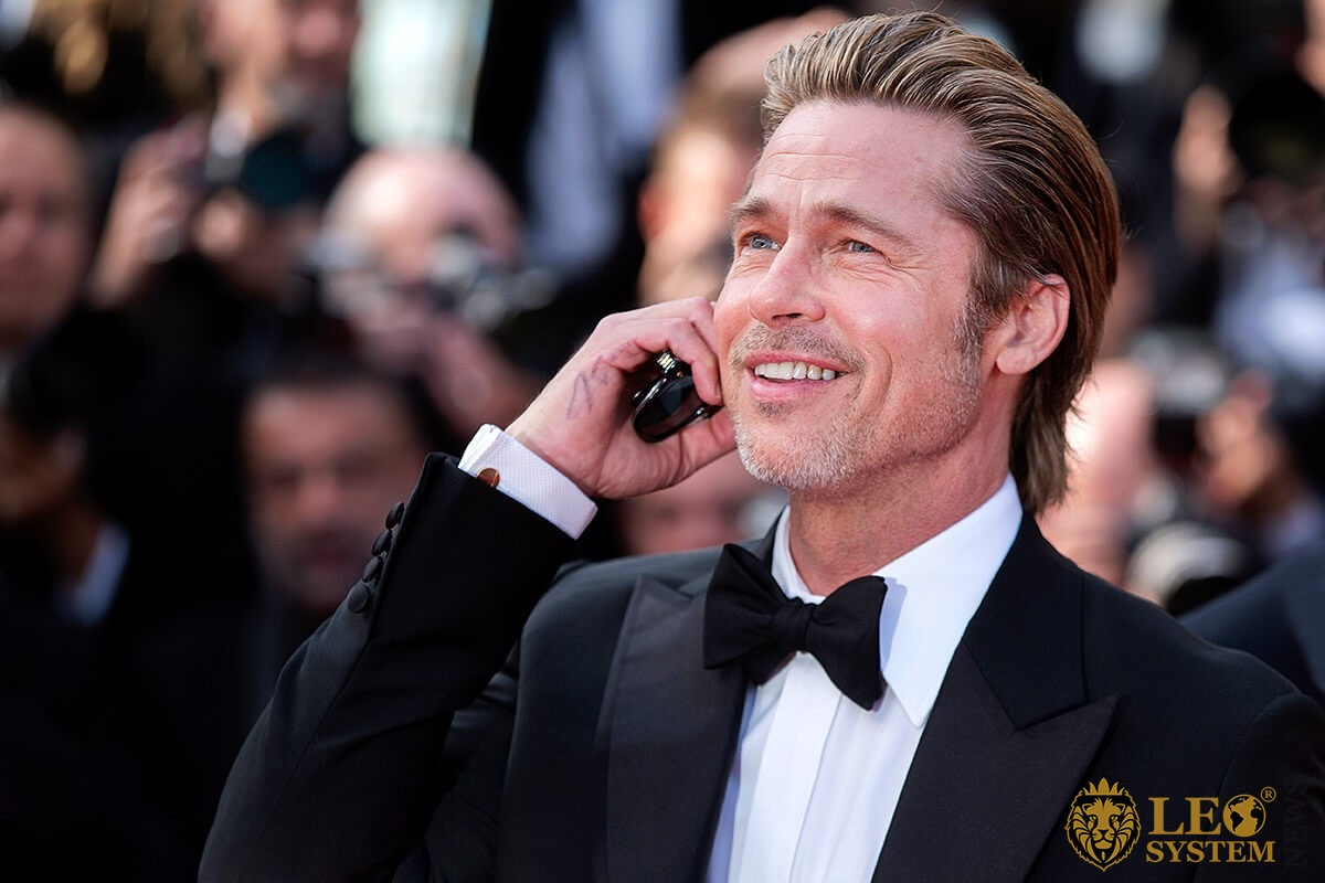 Image of Brad Pitt - star men with a smile on his face