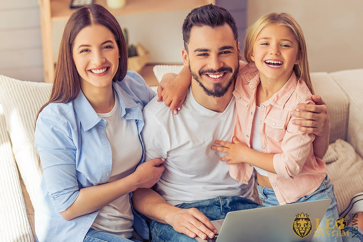 Image of a friendly family