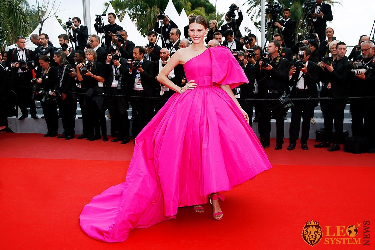 Model Madison Headrick in a pink puffy dress on the red carpet