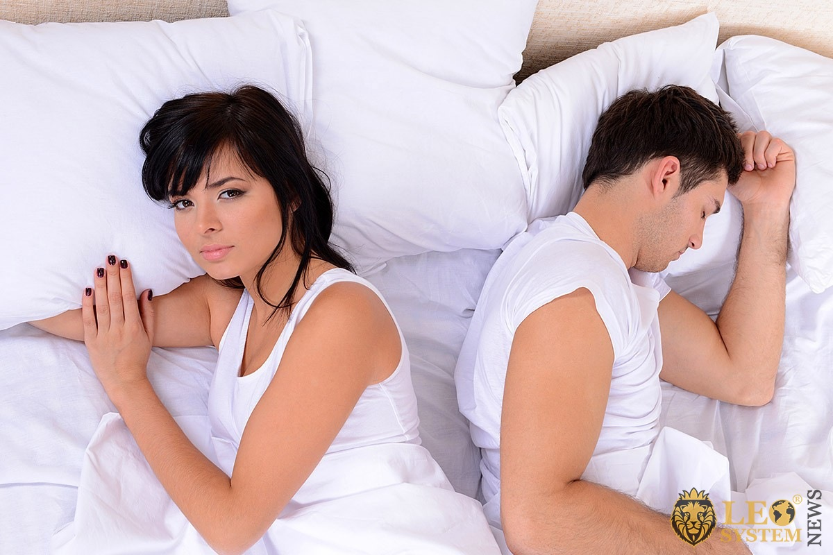Image of a worried woman and a sleeping man
