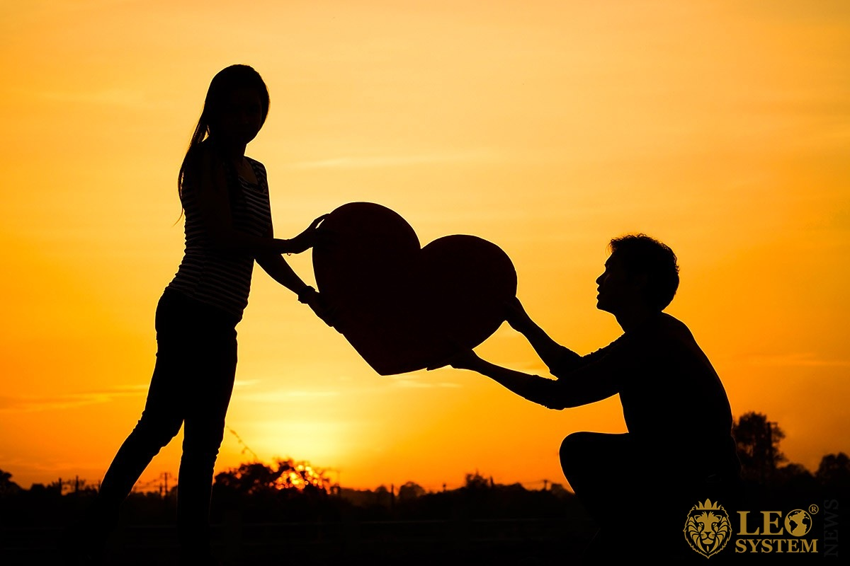 Image of a couple in love at sunset