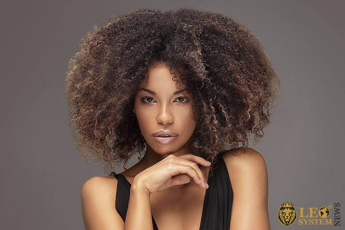 Image of a pretty woman with voluminous hair