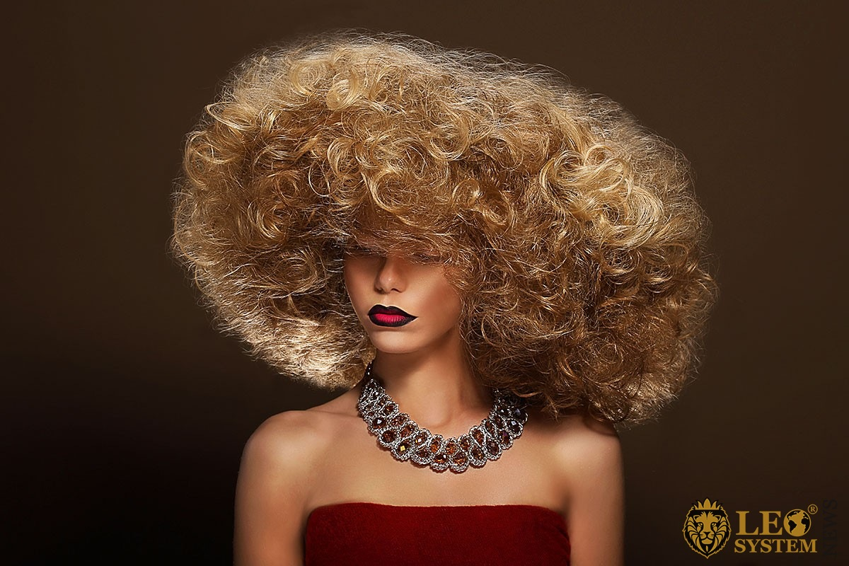 Image of a girl with extraordinary hair and attractive lips