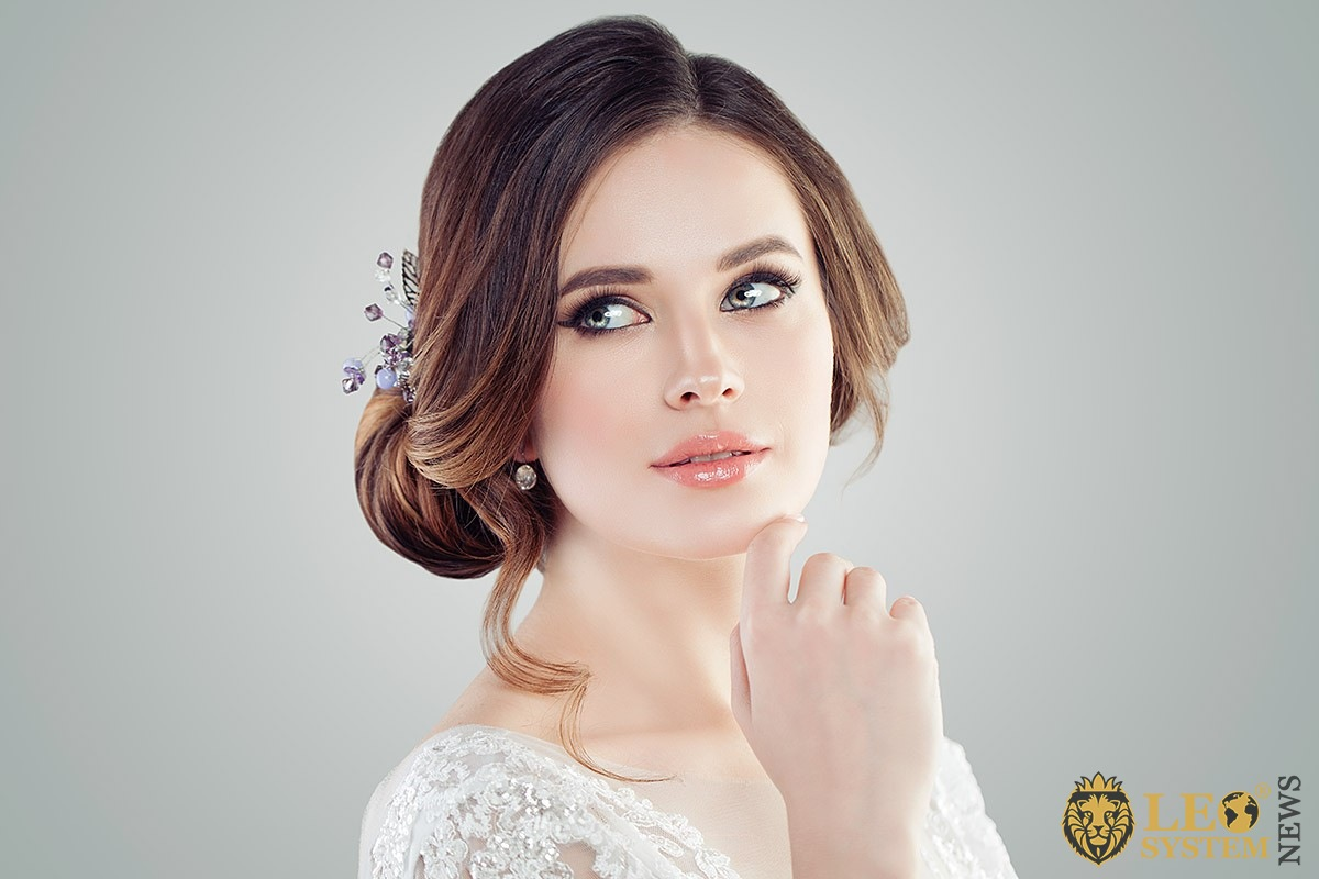 Image of the bride's face with delicate makeup