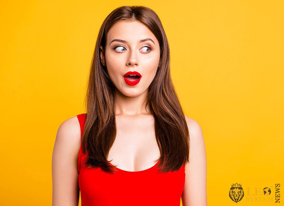 Image of the astonished girl